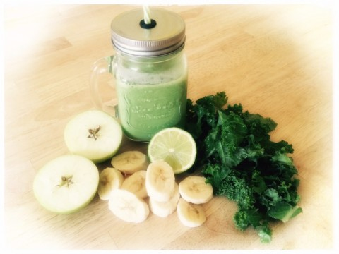 Postpartum Nutrition; The Kale and Apple Smoothie